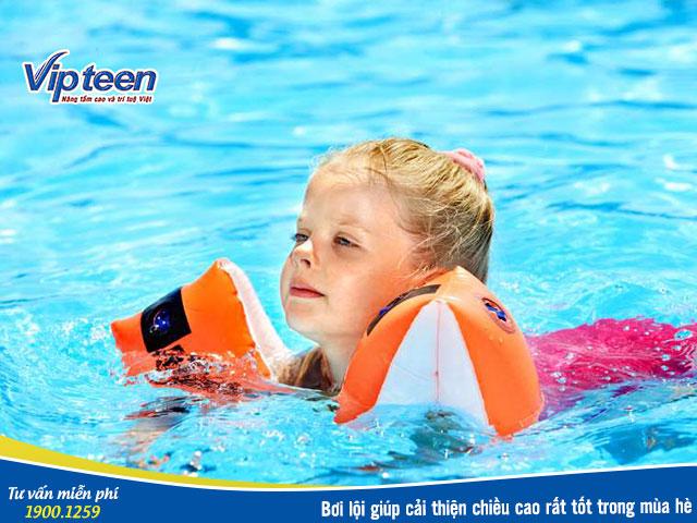 Bơi lội giúp tăng chiều cao mùa hè