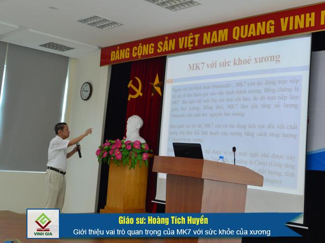 Giáo sư Hoàng Tích Huyền nhấn mạnh tầm quan trọng của MK7 với sức khỏe của xương