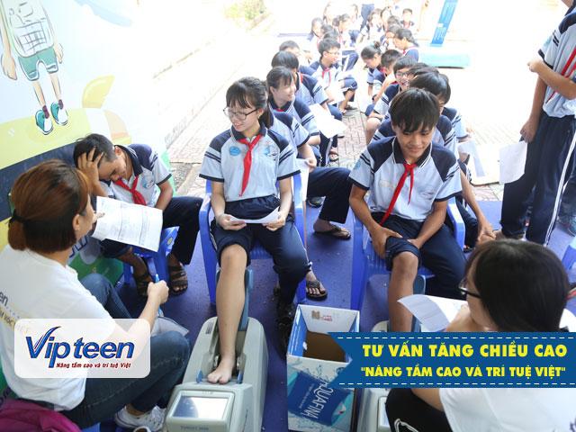 Học sinh trường THCS Hoàng Quốc Việt được khám và dự đoán chiều cao tương lai