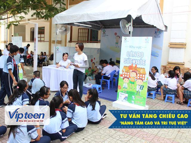Thăm khám và tư vấn tăng chiều cao tại trường THCS Hoàng Quốc Việt