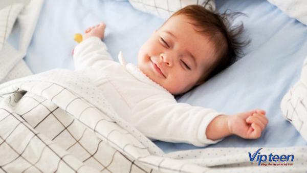 trẻ 4 tuổi bị rụng tóc do ngủ sai tư thế