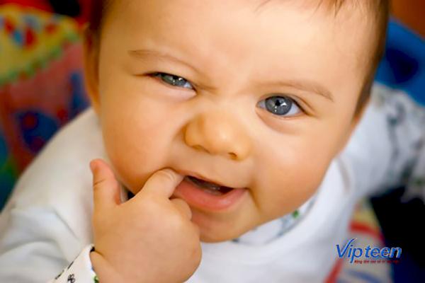 bổ sung canxi cho trẻ mọc răng theo từng giai đoạn