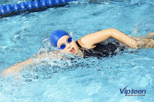 cách tăng chiều cao bằng bơi lội