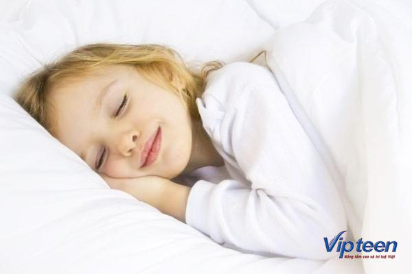 tăng chiều cao cho bé khi cho con ngủ sớm