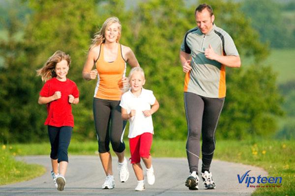 cùng trẻ vận động thường xuyên giúp tăng chiều cao cho trẻ 3 tuổi