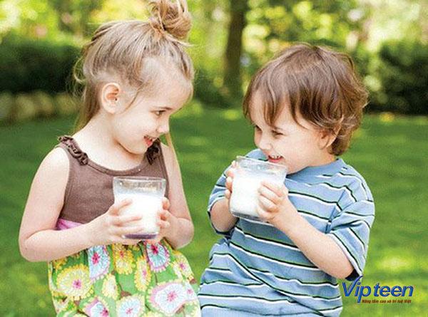 tăng chiều cao cho trẻ 3 tuổi bằng uống sữa hàng ngày