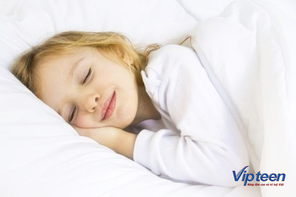 ngủ đủ giấc bên cạnh bổ sung thực phẩm tăng chiều cao