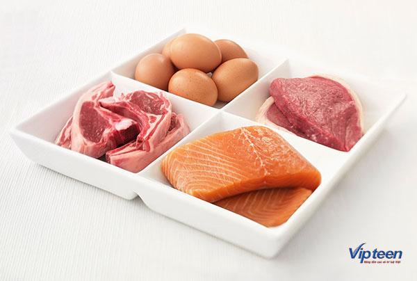 trứng và thịt đỏ là thực phẩm tăng chiều cao cho bé