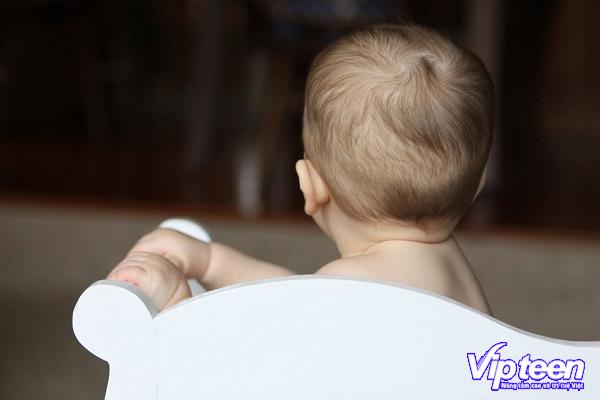 trẻ bị rụng tóc hình vành khăn phải làm sao - Dấu hiệu nhận biết