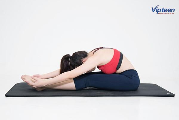 cách tập yoga tăng chiều cao khi ngồi cúi người