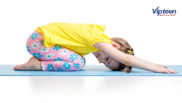 cách tập yoga tăng chiều cao với tư thế em bé