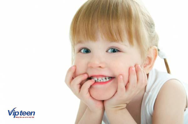trẻ chậm mọc răng vĩnh viễn là do đâu