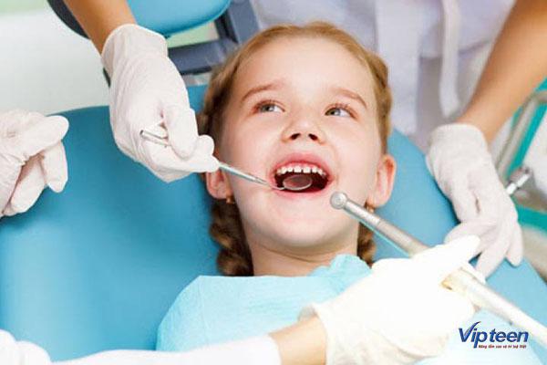 chậm mọc răng vĩnh viễn có thể ảnh hưởng tới sức khỏe của trẻ