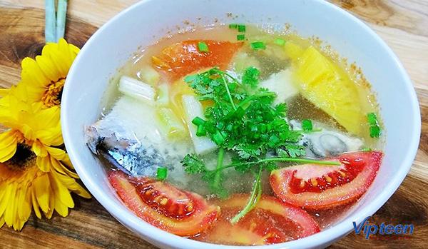 món ăn giúp tăng chiều cao - cá hồi nấu canh chua