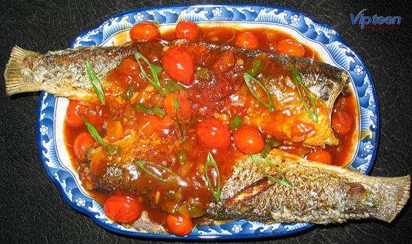 món ăn giúp tăng chiều cao - cá trích kho cà chua