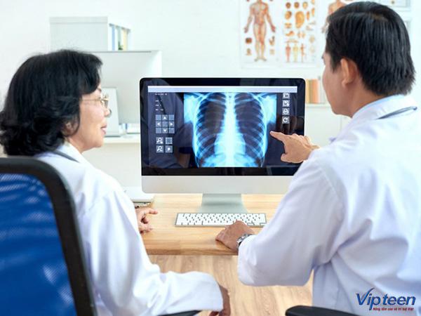Nên đi chụp x - quang để phát hiện vẹo cột sống sớm nhất