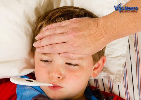 nên đi khám còi xương suy dinh dưỡng để tránh bị ốm sốt