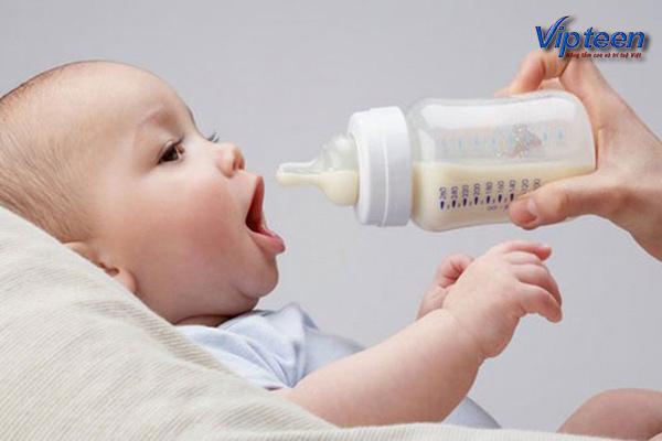 Cai sữa quá sớm khiến trẻ 2 tuổi bị còi xương
