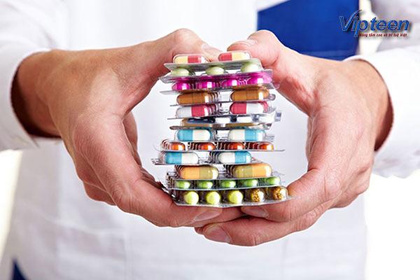 Trẻ còi xương suy dinh dưỡng nên uống thuốc theo chỉ định bác sĩ