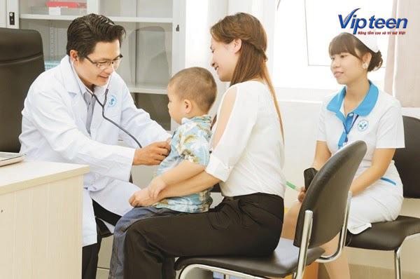 Trẻ biếng ăn còi xương cần được đưa đi khám định kỳ