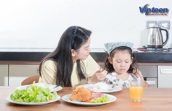 Trẻ lười ăn là biểu hiện của trẻ còi xương
