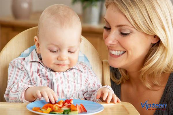 Bổ sung đủ chất dinh dưỡng giúp giảm tình trạng rụng tóc của trẻ