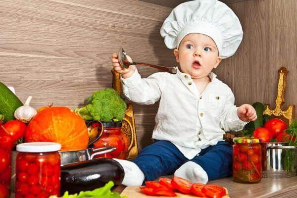 Chế độ dinh dưỡng đầy đủ giúp trẻ khỏe mạnh, bớt quấy khóc