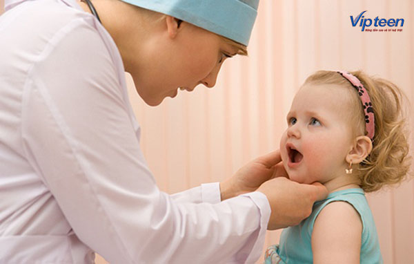 Cho trẻ chậm mọc răng đi khám nha sỹ kịp thời