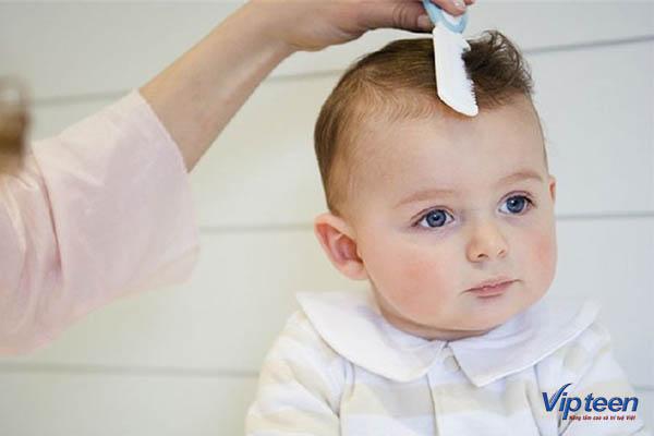 Lượng hormone giảm khiến trẻ bị rụng tóc trước trán