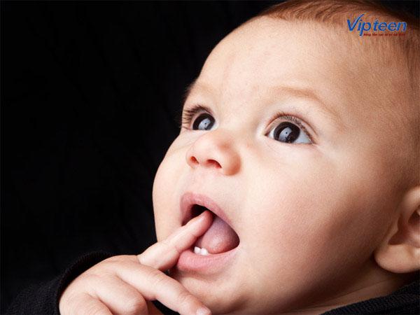 Trẻ chậm mọc răng có thể do di truyền