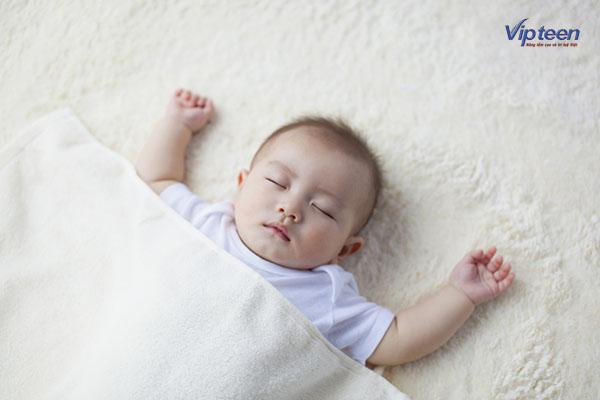Trẻ đổ mồ hôi trộm khi ngủ