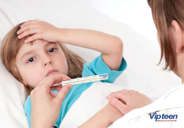 Bị virus xâm nhập là nguyên nhân chính khiến trẻ bị viêm đường hô hấp