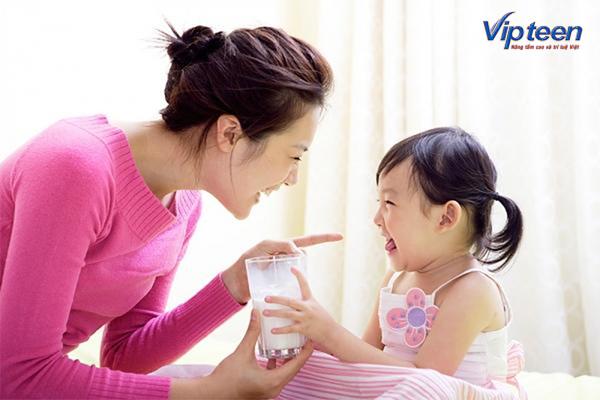 bổ sung canxi cho trẻ vào sáng sớm