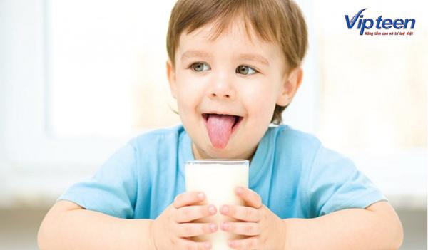sữa là thực phẩm không thể thiếu đối với các bé