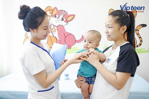 Tiêm chủng vắc xin đầy đủ khi trẻ bị suy dinh dưỡng
