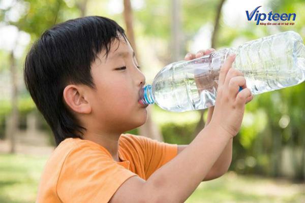 Uống 2l nước mỗi ngày để tăng chiều cao hiệu quả