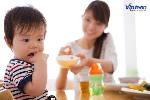 chăm sóc trẻ thấp còi biếng ăn