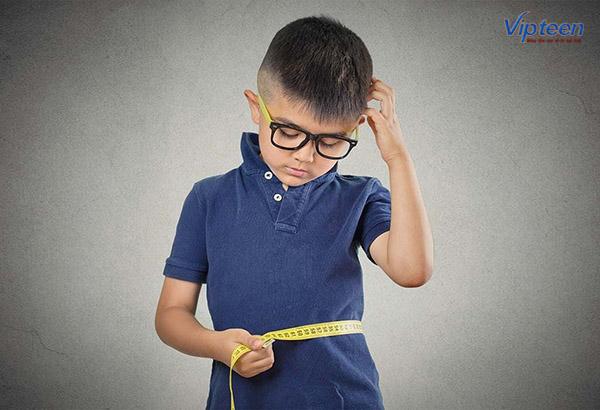trẻ nhẹ cân thấp còi
